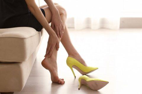Частое ношение обуви на высоком каблуке вызывает венозный застой в ногах