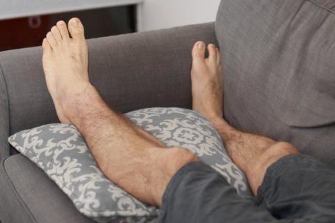Боль может быть только в одной ноге, заболевание не охватывает весь организм сразу