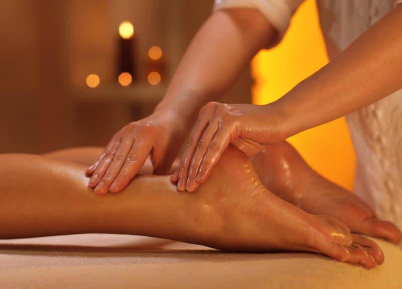 массаж ног полной девушке видео стран, которые