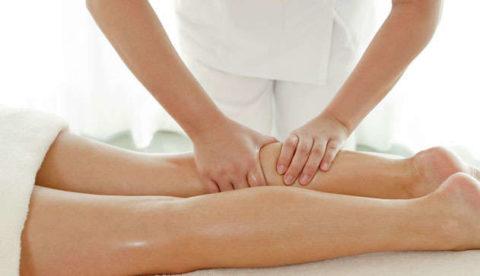 Массаж при варикозе ног представляет собой эффективное и необходимое дополнение к лечению