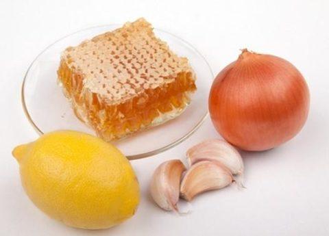 Природное лакомство в сочетании с луком, лимоном и чесноком является злейшим врагом варикоза.