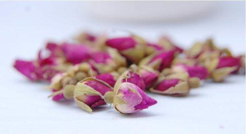 Охлажденный чай из розы заменит воду или компот
