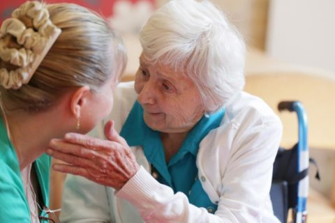 Больные с деменцией могут с трудом узнавать близких