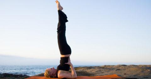 Некоторые асаны в йоге достаточно простые, а некоторые требуют специальной подготовки.