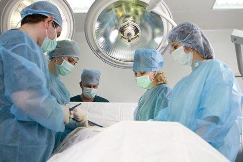 Только операция может полностью избавить от варикоцеле