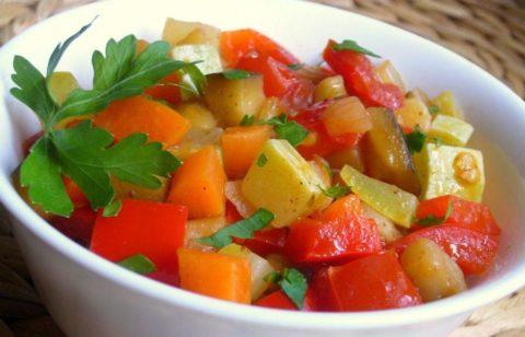В реабилитационный период нужно потреблять как можно больше растительной пищи в любом виде, и желательно больше свежих ягод и фруктов