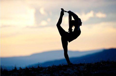 Йога всегда выглядит женственно и зрелищно