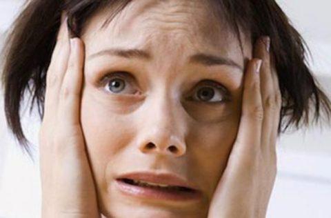 Признаки вегетососудистой дистонии вызывают состояние постоянной тревоги и ощущения тяжелого характера болезни
