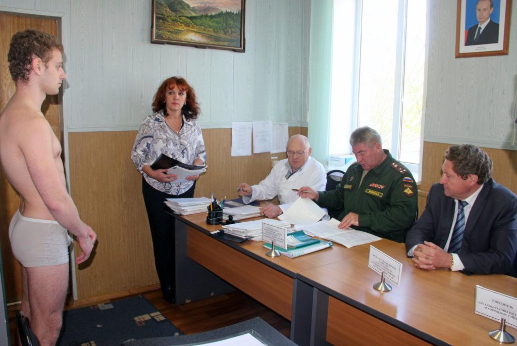 Для освобождения от армии призывник проходит несколько медкомиссий