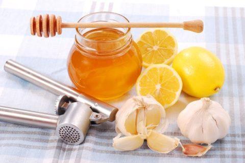 Медовый сироп отличается щадящим действием и эффективно очищает сосуды