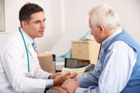 Пациент, перенесший коронарографию, находится на диспансерном учете у кардиолога