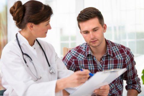 При наличии предрасположенности к развитию патологии обратиться к доктору нужно в раннем возрасте