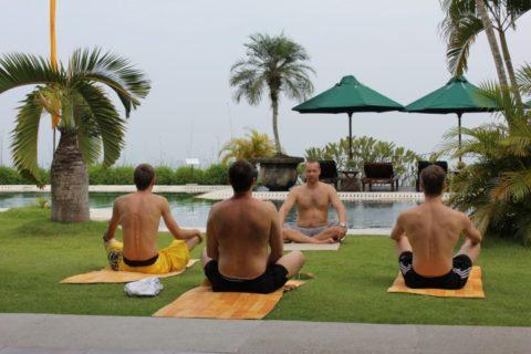 Йога считается хорошим занятием во время восстановительного периода