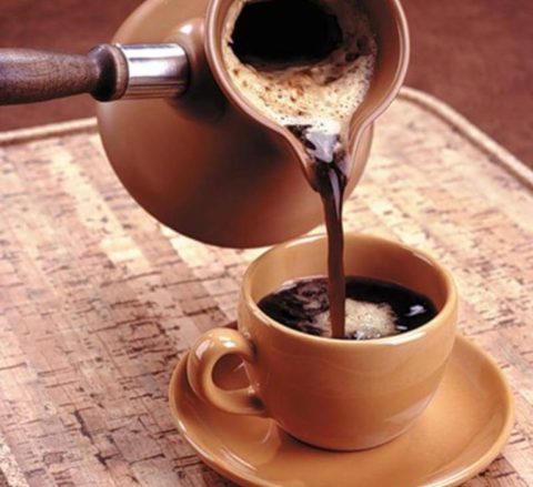 Для предупреждения развития атеросклероза откажитесь от употребления крепкого черного кофе.