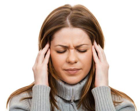 Головные боли – один из признаков отложения в сосудах вредного холестерина.