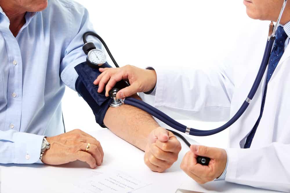 Объективный признак патологии – повышение артериального давления