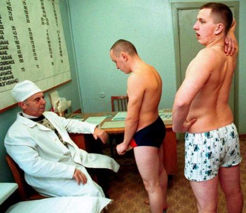 Осмотр парней в подростковом кабинете