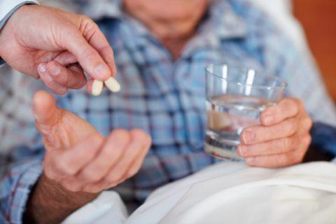 Пить таблетки от давления при симптомах гипертензии следует ежедневно
