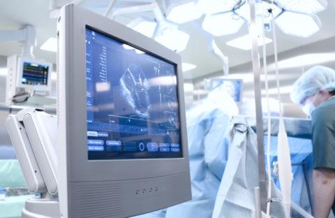 Правильность действий при лапароскопии отслеживается на мониторе