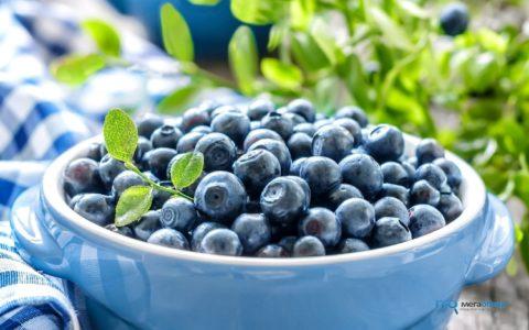 Регулярное употребление в пищу ягод черники, представленной на фото, поможет очистить и укрепить артериальные сосуды.