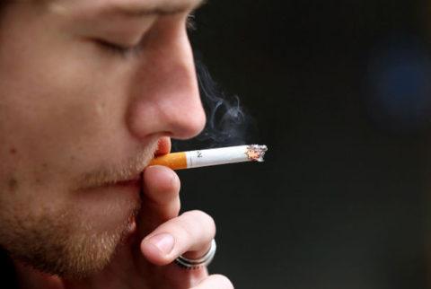 С каждой выкуренной сигаретой человек все больше запускает здоровье