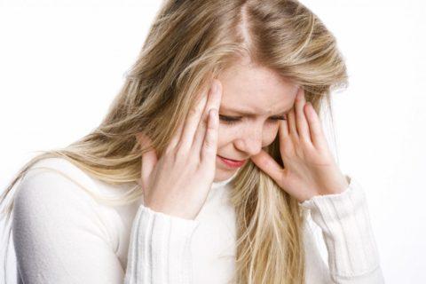 Спазм сосудов головы проявляется сильными головными болями
