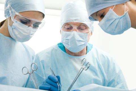 Суть любого оперативного лечения сводится к пресечению воспаленной вены. Существует довольно большое количество оперативных методик, но на практике используется несколько. Основные способы хирургического лечения заболевания представлены ниже.