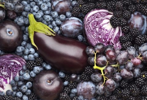 Антоцианы – придают плодам темный оттенок