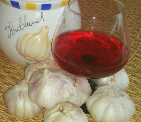Чеснок настоянный на сухом красном вине