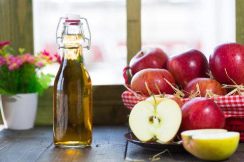 Чистку сосудов проводят определенными составами, основным компонентом которых является яблочный уксус.