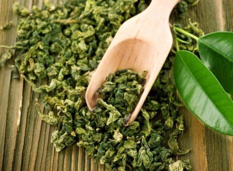 Для лечения сосудов зеленый чай можно применять в качестве тонизирующего напитка.