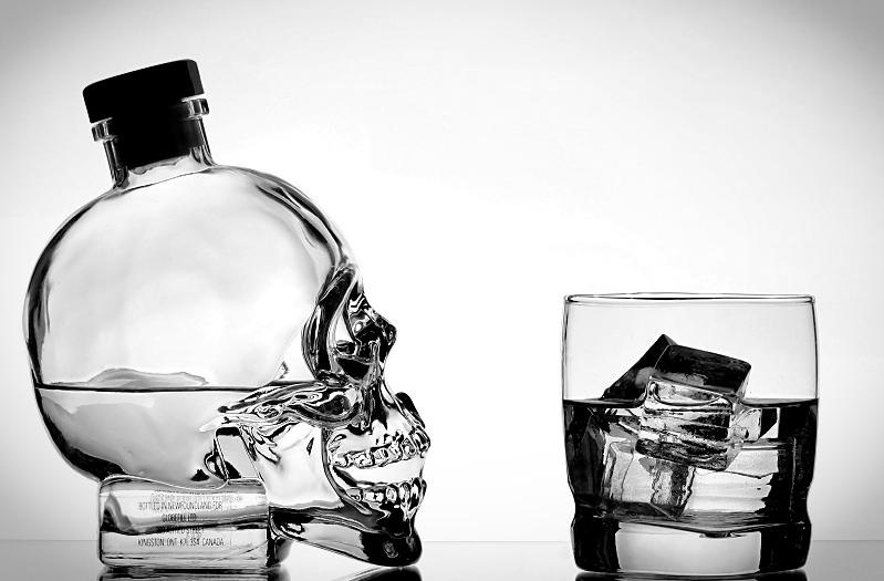 Для людей, страдающих сердечно-сосудистыми заболеваниями, употребление алкоголя опасно для здоровья и жизни