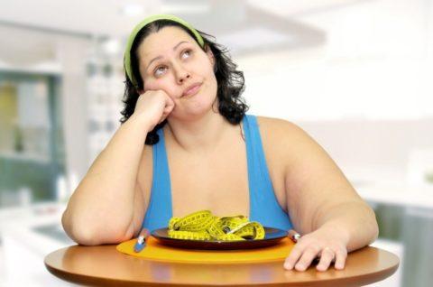 Избыточный вес – одна из самых распространенных причин развития варикозной болезни.