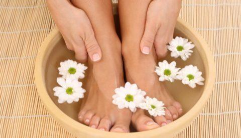 Контрастные ванночки – полезная и приятная процедура для здоровья сосудистой системы.