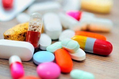 Принимать народные средства совместно с лекарствами можно только по совету врача.