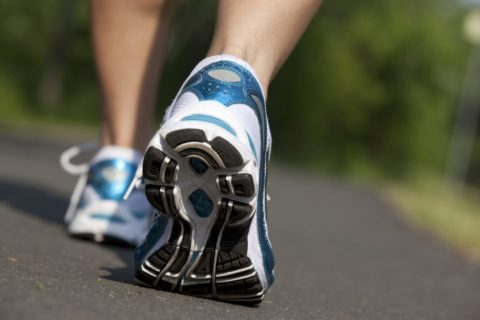 Прогулки пешком и правильная обувь – это хорошее средство против профилактики