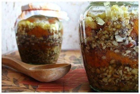 Смесь из меда и сухофруктов укрепит сосуды, иммунитет и повысит тонус организма.