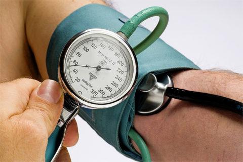 Снижение давления – первая реакция на этанол в крови