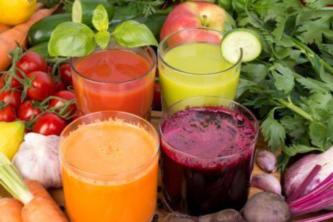 Свежий овощной сок повысит общий тонус организма и укрепит сосудистые стенки.
