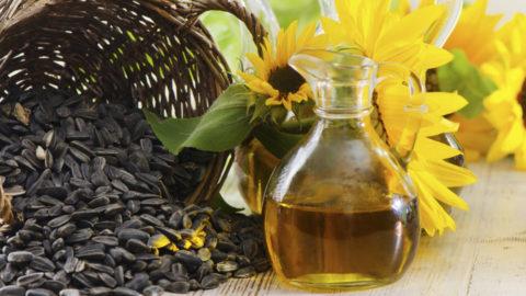 Укрепить сосуды поможет регулярное употребление в пищу растительного масла.