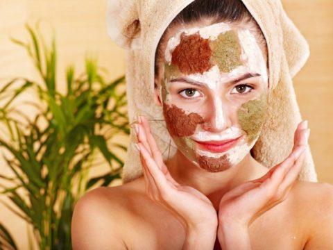 Уменьшить выраженную сосудистую сеточку помогут домашние маски для кожи лица.
