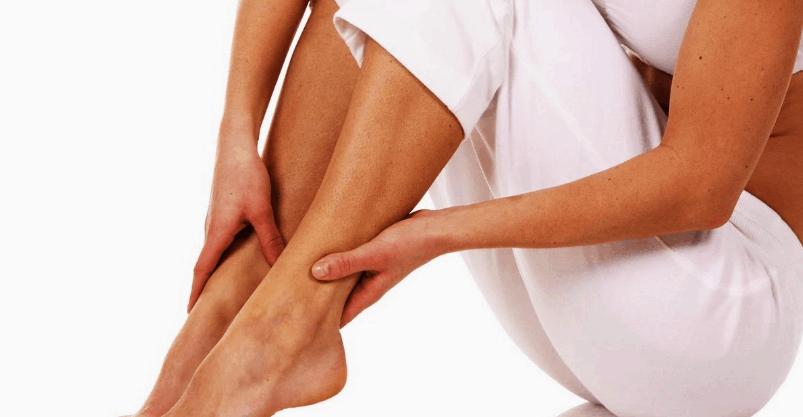 Боль и отечность в ногах как характерный симптом патологии.