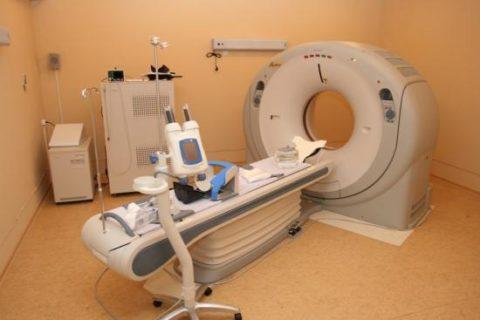 КТ томограф и оборудование для введение контрастного вещества