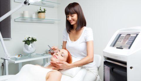 Лечение должно проходить под контролем косметолога.