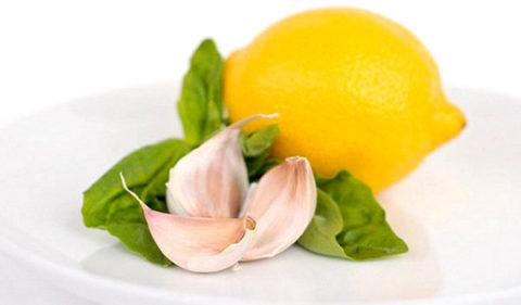 Лимоны, чеснок и мед – самое эффективное сочетания для здоровья и чистоты сосудов.