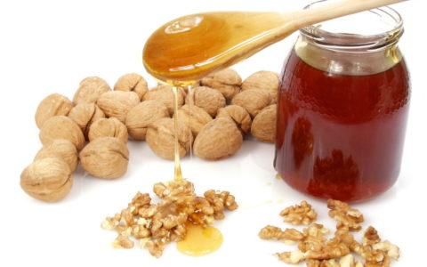 Мед и орешки – очень полезная смесь для здоровья