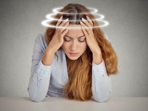 Регулярно повторяющиеся головокружения – один из симптомов загрязненных сосудов.
