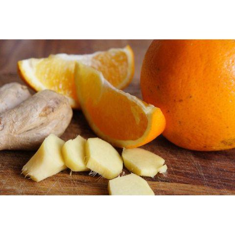 Смесь из имбиря, чеснока, меда и лимонов не только очень полезна, но также очень вкусна.