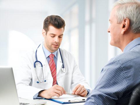 Врач ждет пациента с операции, что бы ни случилось