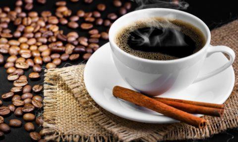 Кофе и корица показаны гипотоникам